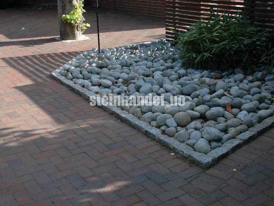 Runde steiner til bed